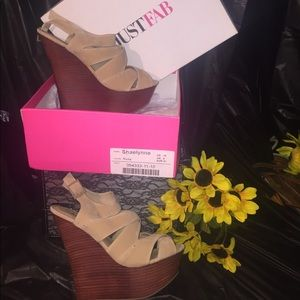 Gorgeous Nude Talk wedge heel that great w/jeans